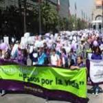 Caminando juntos por la vida en las calles de México
