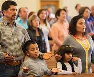 hispanos-misa-familia