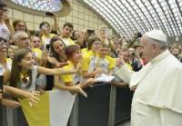 papa francisco saluda audiencia