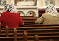 mujeres-orando-iglesia